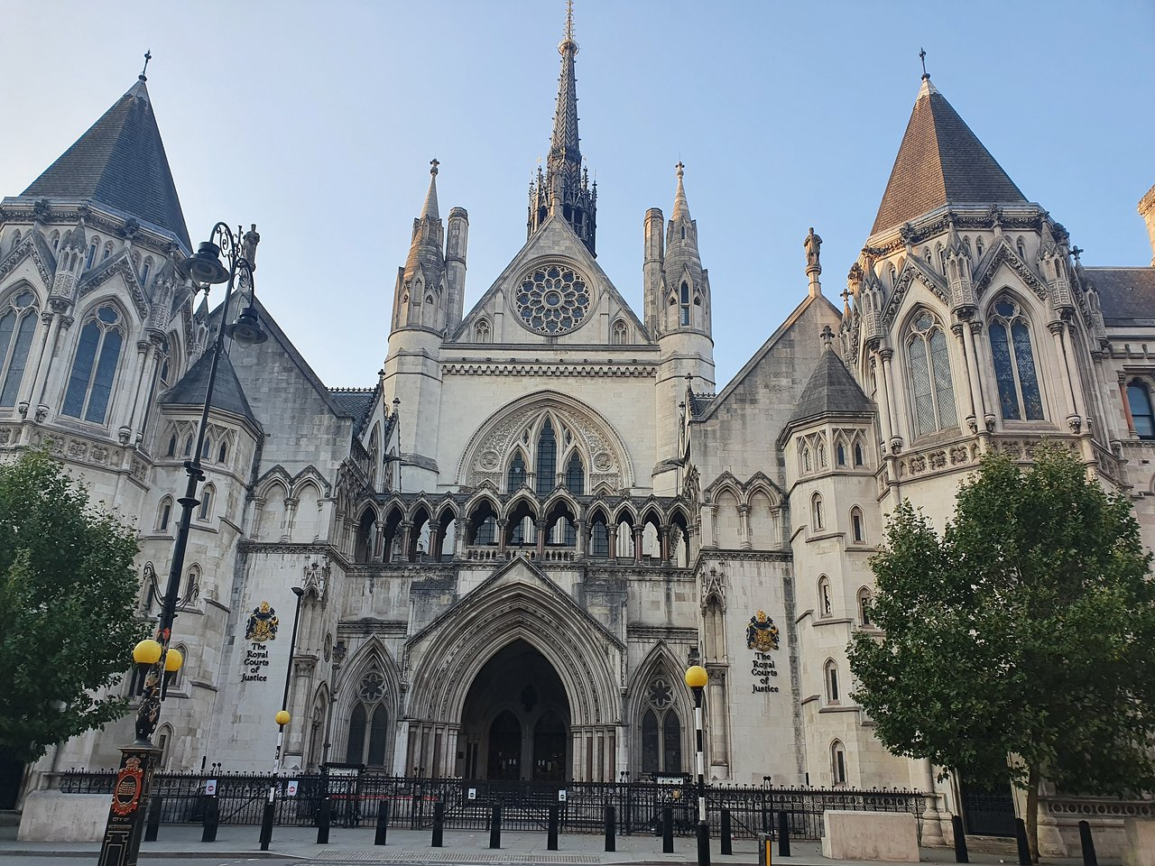 commercial court high court summary judgment cpr 24 business interruption insurance policy litigation london